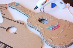 Kartondan Gitar Nasıl Yapılır? , #evdegitaryapımı #evdemüzikaletinasılyapılır #klasikgitaryapımı #okulöncesimüziketkinlikleri #sesçıkaranmüzikaletiyapımı , Okul öncesi çocuklarımız için çok eğlenecekleri güzel bir proje hazırlıyoruz bugün. Onlar için kartondan müzik aleti yapımı hazırlıyo...