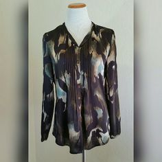 Adrienna Papell Button Up Blouse Adrienna Papell Button Up Blouse. Silky feel. Pleated front. Rounded hem. EUC.   No Trade or PP  Offers Considered  Bundle discounts Adrianna Papell Tops Button Down Shirts