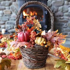 The perfect Autumn home – Tine at Home Autumn Home, Interior Inspiration, Sea Shells, My House, Interior Decorating, Basket, Candles, Table Decorations, Emerald