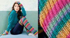 Mitaines et jambieres arc en ciel tricotees, Tricotez des mitaines et les jambières assorties avec ce fil couleur arc en ciel. En côtes 1/1et jersey, c'est facile et les couleurs changent au fur et à mesure. Un vrai jeu d'enfant.