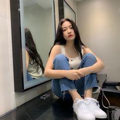 yeri ye rj kim yerim yeri aesthetics aesthetic cute soft pastel red velvet reveluv reve sm ent 레드벨벳 r o s i e Seulgi, Sooyoung, Kpop Girl Groups, Kpop Girls, Red Velvet, Kim Yerim, Jennie Blackpink, How To Pose, Ulzzang Girl