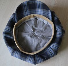 How To Make Newsboy Hat. So looks the newsboy cap inside. Hat Patterns To Sew, Sewing Patterns, Newspaper Boy Hat, Gatsby Hat, Hat Tutorial, Baby Boy Hats, Accesorios Casual, Diy Couture, Diy Hat