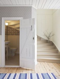 Inviting clean, classic, farmhouse style front entry.