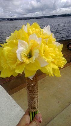 12 Piece Daffodil Bouquet Wedding Package, Yellow Daffodil, White Daffodil Bouquet, Yellow Bouquet, Spring Bouquet, Burlap Bouquet, Jute