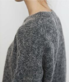Dark grey textured casual round neck sweater with long sleeves Fashion Mode, Look Fashion, Fashion Beauty, Fashion Outfits, Womens Fashion, Knit Fashion, Fashion Weeks, Milan Fashion, Mode Chic