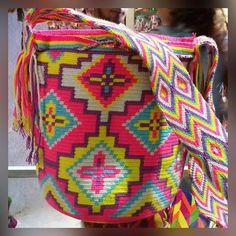 Risultati immagini per wayuu bag Tapestry Bag, Tapestry Crochet, Knit Crochet, Crochet Bags, Handmade Handbags, Leather Bags Handmade, Mochila Crochet, Cross Stitch Geometric, Crochet Accessories