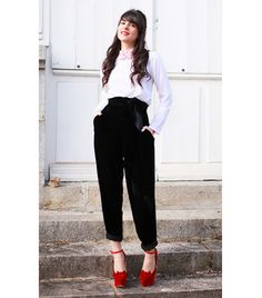 French fashion The Cherry Blossom Girl Paris Fashion, Girl Fashion, Winter Fashion, Fashion Outfits, Street Fashion, French Girl Style, French Girls, French Chic, Charlotte Olympia