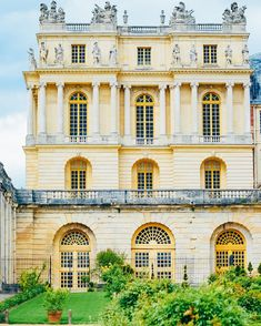 Chateau Versailles, Palace Of Versailles, Adhd Signs, Piano, French, Mansions, Architecture, House Styles, Instagram
