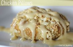 Chicken Pillows - these might sound weird but they are so EASY and the best thing ever! I shredded a roasted chicken from the grocery store, used low fat cream cheese and only the butter. They were delicious Chicken And Pastry, Cream Of Chicken Soup, Cheesy Chicken, Buffalo Chicken, Healthy Chicken, Healthy Food, Good Food, Yummy Food, Tasty