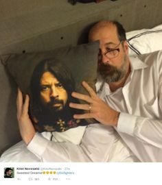 Krist Novoselic with pillow of Dave Grohl lol love them!!
