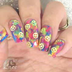 A blog with nail art, polish swatches and nail care tips. Beginner to advanced designs in freehand painting, stamping, water marble, decals.