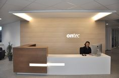 Office Reception New reception area at ontec Here you will also welcome in the future Dental Office Decor, Dental Office Design, Office Interior Design, Reception Counter, Hotel Reception, Reception Areas, Corporate Interiors, Office Interiors, Hospital Reception