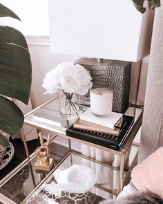 Get inspired by these glass nightstand ideas for your master decoration! Bedside Table Decor, Table Decor Living Room, Nightstand Ideas, Bedside Table Styling, Coffee Table Styling, Gold Bedroom, Bedroom Decor, Bedroom Inspo, Ideas