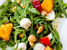 ¿Has probado alguna vez el #melocotón en #ensalada? ¡No te pierdas esta #receta fuente de vitaminas!