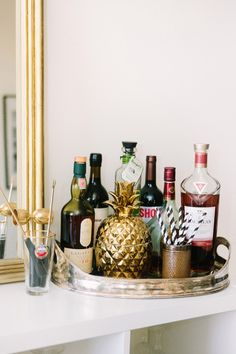 Literally Just 29 of the Prettiest Bar Carts We've Ever Seen – SheKnows Diy Bar Cart, Gold Bar Cart, Bar Cart Styling, Bar Cart Decor, Bar Carts, Tray Styling, Cafe Bar, Home Bar Accessories, Outside Bars