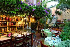 Οι 6 πιο απολαυστικές και cozy Ξενοδοχειακές αυλές - Hotelier Academy