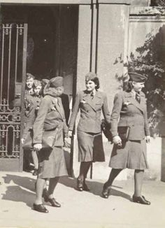 NHdH carrying a variety of bags and what appears to be briefcases Ww2 Women, Military Women, Military Fashion, German Girls, German Women, German Soldiers Ww2, German Army, Luftwaffe, Hansel And Gretel Costumes