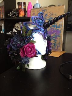 A LOT of really great tips whether you make this specifically or something similar....Nightmare Moon Armor costume craft foam headpiece tutorial