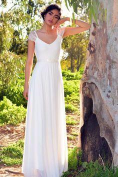 שמלת כלה מדגם הדס עם כתפיות תחרה