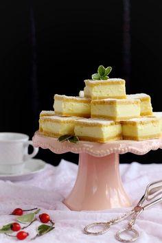 TEJFÖLÖS KRÉMPITE Cookie Desserts, No Bake Desserts, Dessert Recipes, Hungarian Cake, Hungarian Recipes, Ital Food, My Recipes, Cooking Recipes, Sweet And Salty