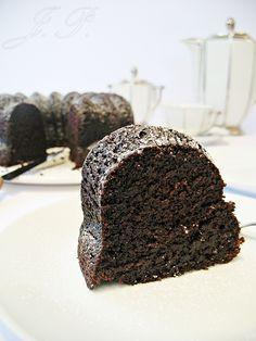 Bizcocho de chocolate y remolacha :: Čokoládová bábovka z červené řepy http://sladkyaslanydulceysaladodomains.tumblr.com/post/53421720471/cokoladova-babovka-z-cervene-repy-bizcocho-de