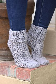 Delectable Lattice Socks by Beatrix Snyman from Btrix Dsigns on Ravelry. In 4 sizes, Child to Adult.