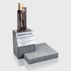 Bronze-Skulpur von Strassacker mit unserem Glasornament