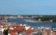 #Hafen in #Rostock, Mecklenburg-Vorpommern; Übernachtungen zu Ostern ab 50€/Nacht/Zimmer; Foto: Darkone, Lizenz: CC-BY-SA-2.5 (http://creativecommons.org/licenses/by-sa/2.5/), Buchung: http://www.easyvoyage.de/hotels/rostock/gaestehaus-rostock-luetten-klein-251644