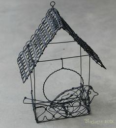 L'oiseau et sa maisonnette