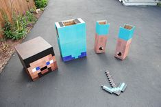 Halloween is around the corner. You still think what kind of costume is more suitable? If you're a big fan of Minecraft, the Minecraft inspired costume should b Costume Halloween, Minecraft Halloween Costume, Minecraft Costumes, Homemade Halloween Costumes, Halloween Kostüm, Holidays Halloween, Halloween Costumes Kids Boys, Creeper Costume, Lego Costume