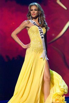 Miss Universo 2008 de Venezuela 22 años...Dayana Sabrina Mendoza Moncada (1 de junio de 1986 en Caracas, Distrito Capital - Venezuela) es una modelo venezolana, que participó en el certamen de Miss Venezuela 2007 representando al estado Amazonas resultando ganadora, al año siguiente obtiene el título de Miss Universo 2008.