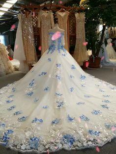 Blue Ball Gowns, Ball Gowns Prom, Ball Dresses, Wedding Dress Cake, Luxury Wedding Dress, Light Blue Quinceanera Dresses, Bridal Gowns, Wedding Gowns, Wedding Dresses With Flowers