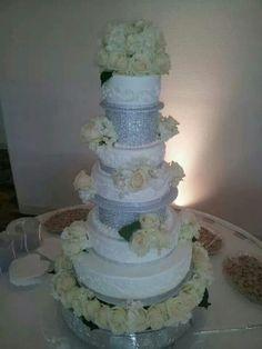 A platinum wedding cake!!!