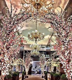 Hall de entrada para marcar meeeeesmo! Galhos secos Via @incolor_iluminacao_cenica #casamento #wedding #noiva #bride #decoracao #weddingdecor