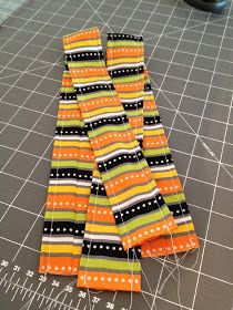 Trick or Treat Bag Tutorial Diy Halloween Trick Or Treat Bags, Halloween Bags, Halloween Projects, Easy Quilts, Reusable Bags, Bag Making, Paper Dolls, Sewing Crafts, Treats