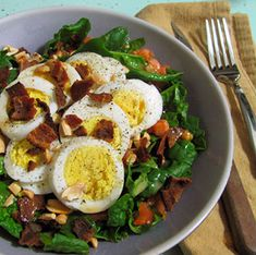 Full and Content: Farmhouse Delivery: Spinach Salad With Hard-Boiled Eggs and Bacon Spinach Recipes, Salad Recipes, Healthy Recipes, Healthy Meals, Boiled Eggs, Salad Topping, Spinach Salad, Hard Boiled