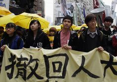 Student leader Alex Chow (front 2nd R) walks with other students during a march in Hong Kong February 1, 2015. Thousands of pro-democracy protesters returned to the streets of Hong Kong on Sunday in the first large-scale rally since protests rocked the global financial hub late last year. The banner is part of a slogan to urge Chinese government to withdraw the decision on political reform.       REUTERS/Liau Chung-ren  (CHINA - Tags: POLITICS CIVIL UNREST) - RTR4NRHK
