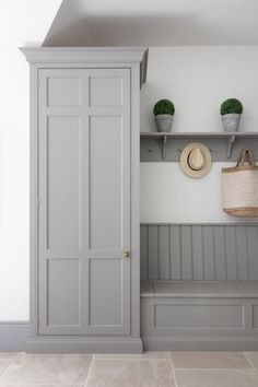 Current Design Crush- Mudrooms! – Petite Haus Mudroom Laundry Room, Laundry Room Design, Bench Mudroom, Mud Room Lockers, Flur Design, Home Design, Interior Design, Boot Room Utility, Utility Room Designs