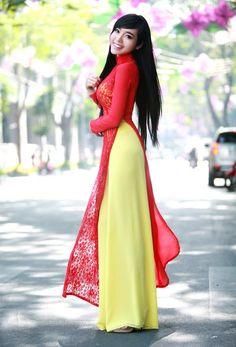 Từ bao đời nay, hình ảnh của người thiếu nữ trong tà áo dài truyền thống vẫn là hình ảnh đẹp nhất, nền nã nhất của người con gái Việt.