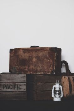 Image of Vintage leather brown traveling suit case!