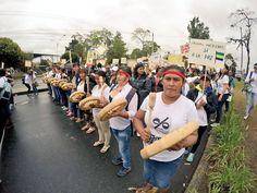 Mujeres caucanas marchando por la paz #PasoALaPaz #CaucaTerritorioDePaz
