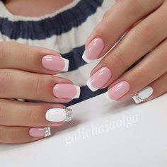 Semi-permanent varnish, false nails, patches: which manicure to choose? - My Nails French Nails, Glitter French Manicure, French Manicures, Pretty Nail Colors, Pretty Nail Designs, Nail Art Designs, Nails Design, White Nails, Pink Nails
