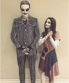 Love these two as Jack and Sally Lieben Sie diese zwei als Jack und Sally The post Lieben Sie diese zwei als Jack und Sally & Make appeared first on Halloween costumes . Disney Couple Costumes, Cute Couple Halloween Costumes, Soirée Halloween, Halloween Cosplay, Cool Costumes, Tim Burton Halloween Costumes, Movie Couples Costumes, Creepy Halloween Costumes, Woman Costumes