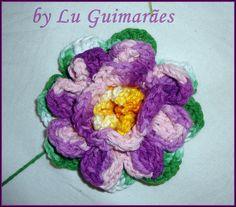 Flor de crochê, para aplicação.  Confeccionada com o barbante barroco.  Consulte para outras cores. R$ 6,00