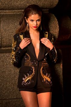 Selena-Gomez-Slow-Down-Video_9