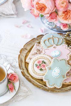 Tea Cookies, Fancy Cookies, Cookies Et Biscuits, Vintage Cookies, Sugar Cookies, Marie Antoinette, Yorkshire, Victoria Magazine, Cupcakes