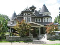 Such a sucker for Victorian Homes...this is my kind of home! One day...