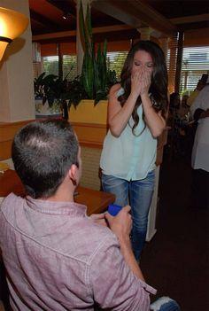 Homem paraplégico se levanta da cadeira de rodas para fazer o pedido de casamento - Poésie