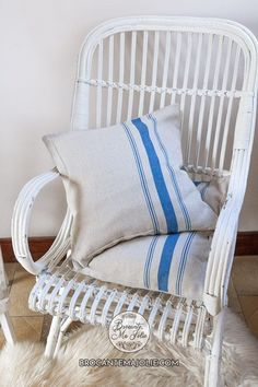 Add a bit of French rusticity to your French country living room with these blue striped cushion covers. This set of 2 is available on brocantemajolie.com Large Cushion Covers, Large Cushions, French Country Living Room, Chic Living Room, French Blue, Neutral Colors, Sofa, Blanket, Bed
