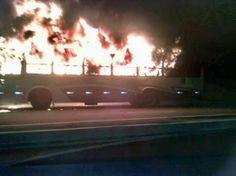 Notícias de São Pedro da Aldeia: CABO FRIO - Bandidos põem fogo em ônibus na Avenid...
